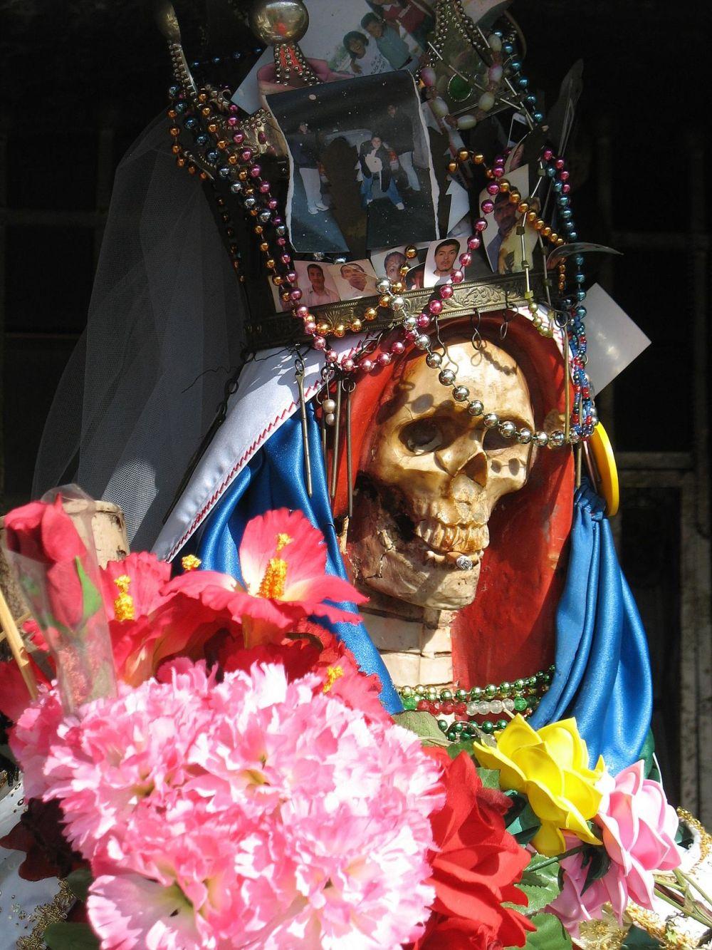 1280px-Santa-muerte-nlaredo2.jpg